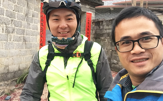 Picture together of Robert and Forrest, Guilin Cycling Tours and China Cycle Guide
