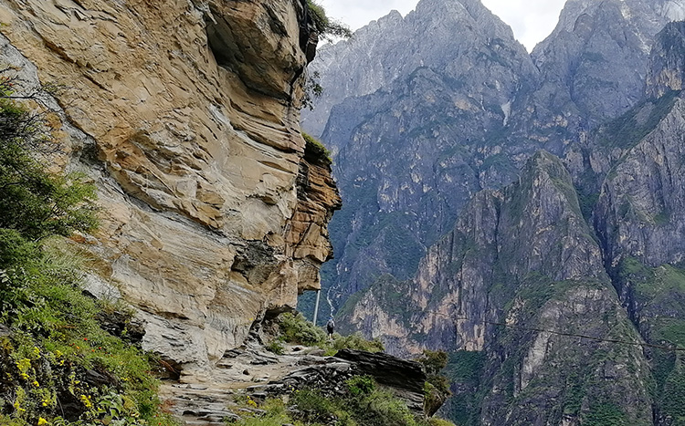 Tiger Leaping Gorge Hike and Bike Tour, China Bike Tour in Yunnan Province