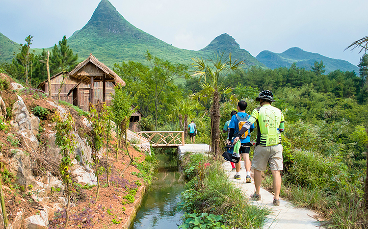 Hidden Water Cave Popular for Trekkers in Guilin