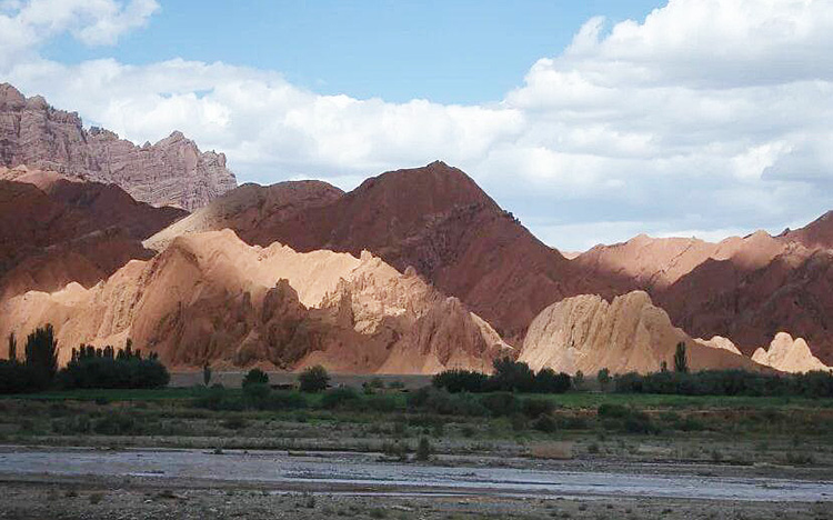 Cycling to Kuche Xinjiang, Far West China Bike Tours,Cycling in Xinjiang China.