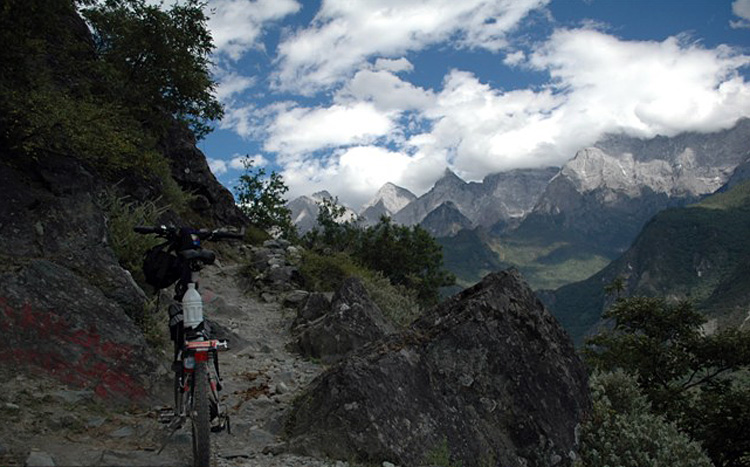 Tagong Grassland Cycle Tour in Western Sichuan.