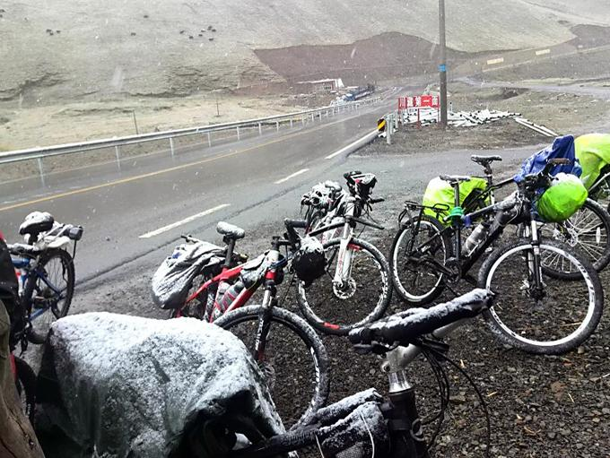 Snowing any time in Tibet mountain areas