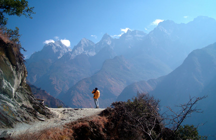 Hike the highway of Tiger Leaping Gorge